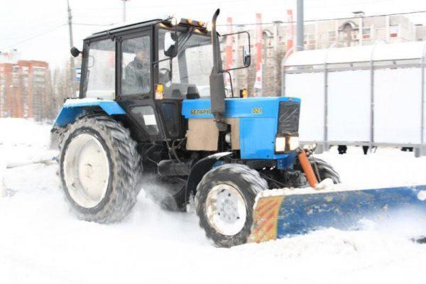 Плюсы и минусы аренды трактора